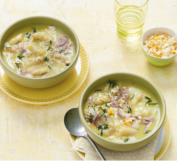 Asparagus soup with ham and egg image