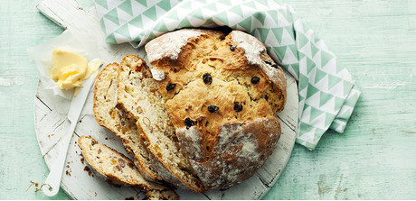 Soda bread with almonds and raisins - Giant Food