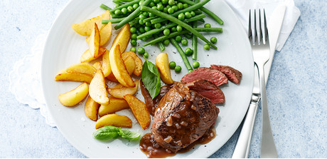 Filet steaks with balsamic-honey sauce - Giant's Food Store