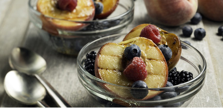 grilled peaches with sweet tangy sauce when grilled peaches become ...
