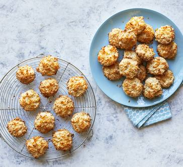 Coconut-Cashew Macaroons image