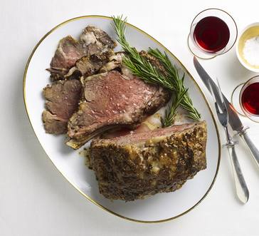 Peppercorn-Crusted Rib Roast image