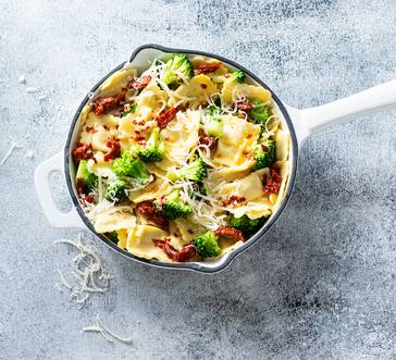 Ravioli with Broccoli and Sun-dried Tomatoes image