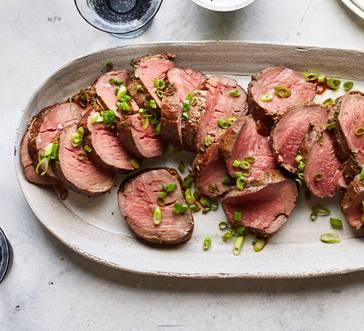 Beef Tenderloin with Horseradish-Peppercorn Cream image