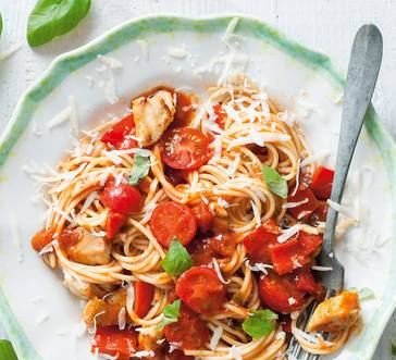 Spaghetti with Chicken, Tomatoes, and Peppers image
