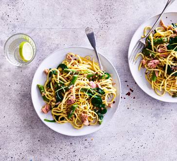 Linguine with Tuna, Spinach, and Asparagus image