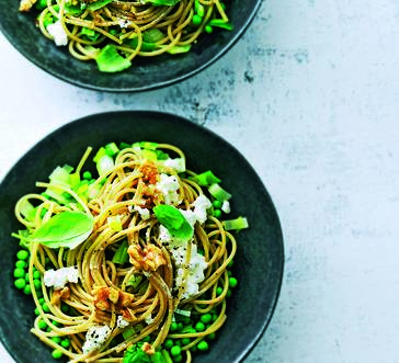 Whole Grain Spaghetti with Leeks and Peas image