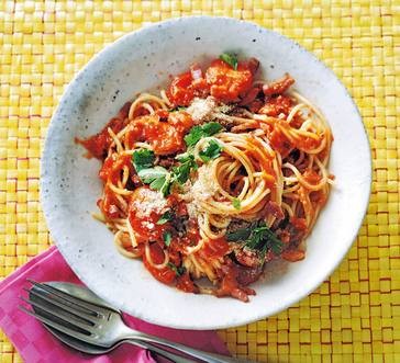 Roman-Style Spaghetti with Tomatoes and Bacon | Stop and Shop