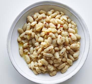 Garlicky White Beans image
