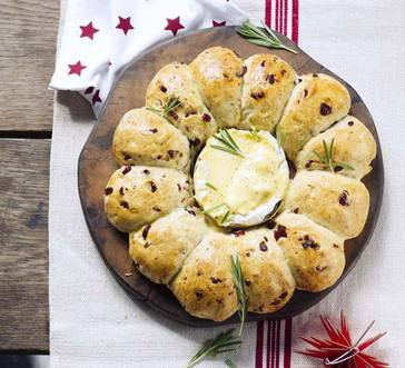 Rosemary Bread Wreath with Baked Brie image
