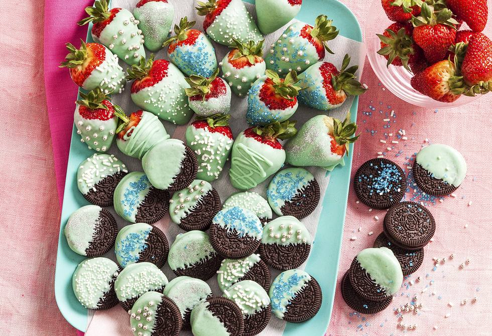 Teal dipped strawberries & Oreos