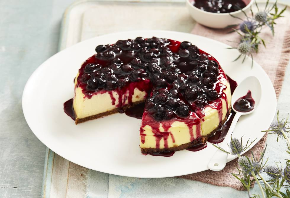 Slow-cooked cheesecake with blueberry sauce