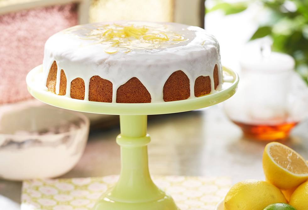 Buttercake with lemon icing