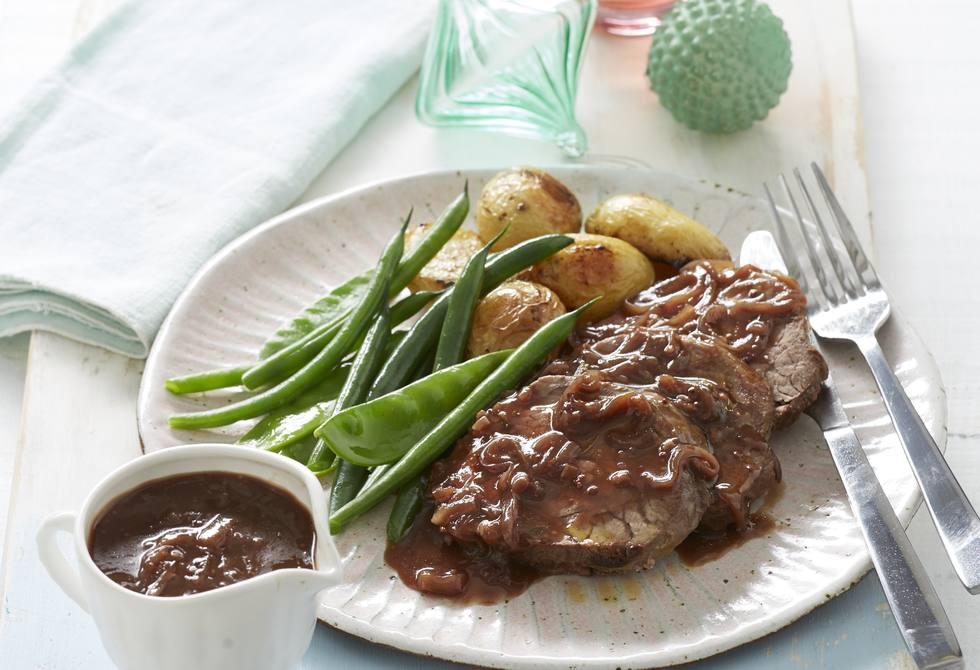 Red wine and quince gravy