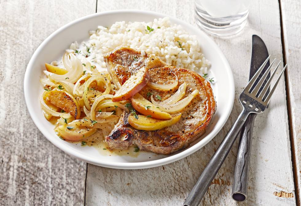Seared pork chops with apples and onions