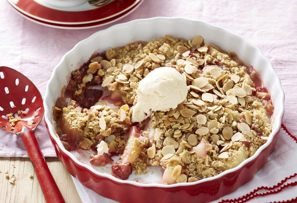 Pear and strawberry crumble