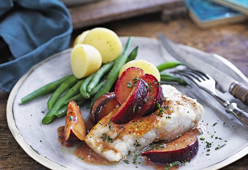 Pan-fried fish with plums