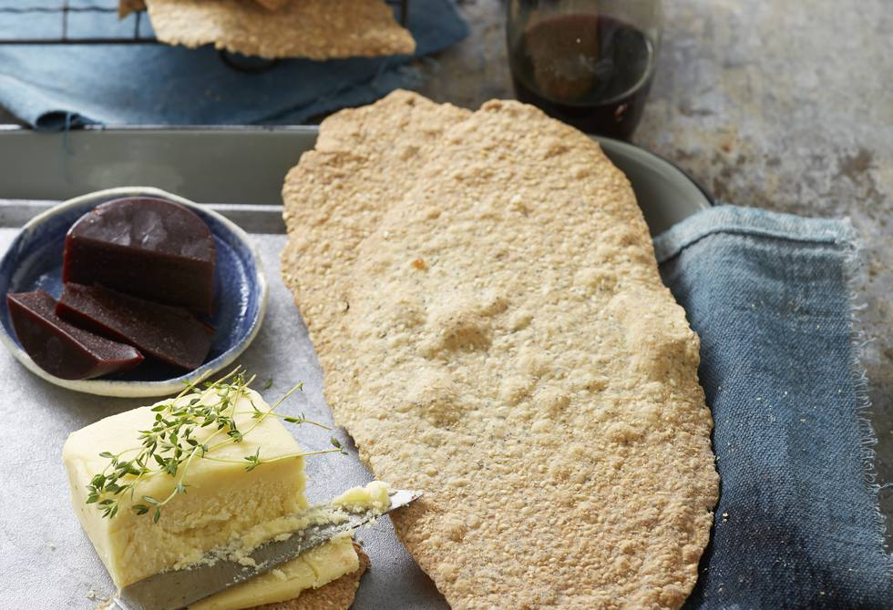 Fennel and poppy seed lavosh crackers
