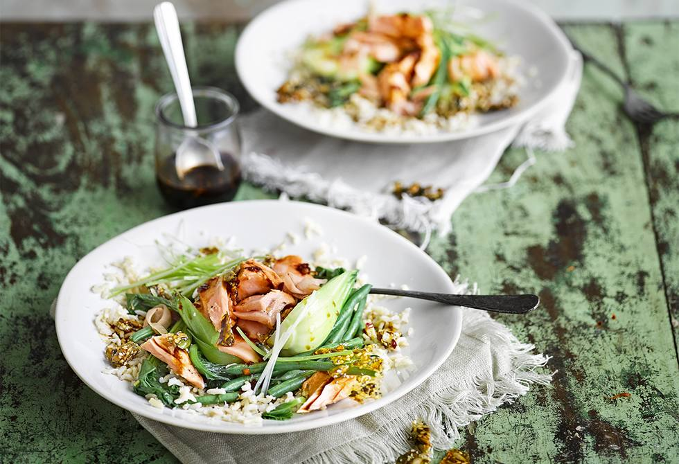 Steamed salmon and veg rice bowls