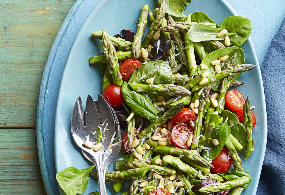 Asparagus, tomato and basil salad