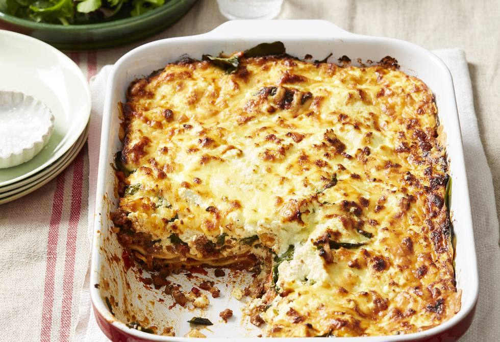 Spinach, ricotta and bolognese pasta bake