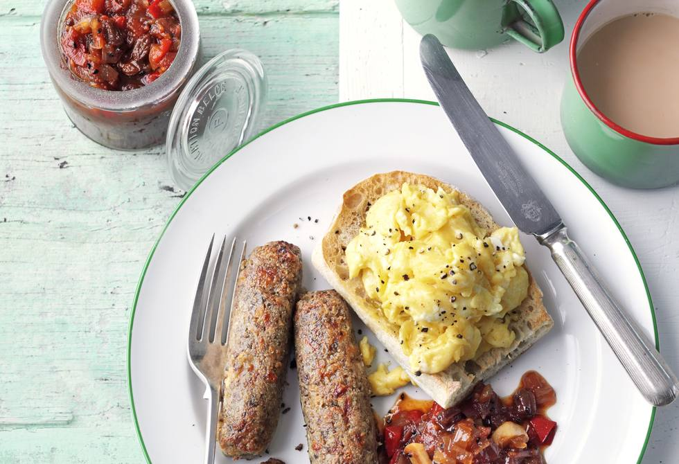 Breakfast sausages with spiced tomato chutney