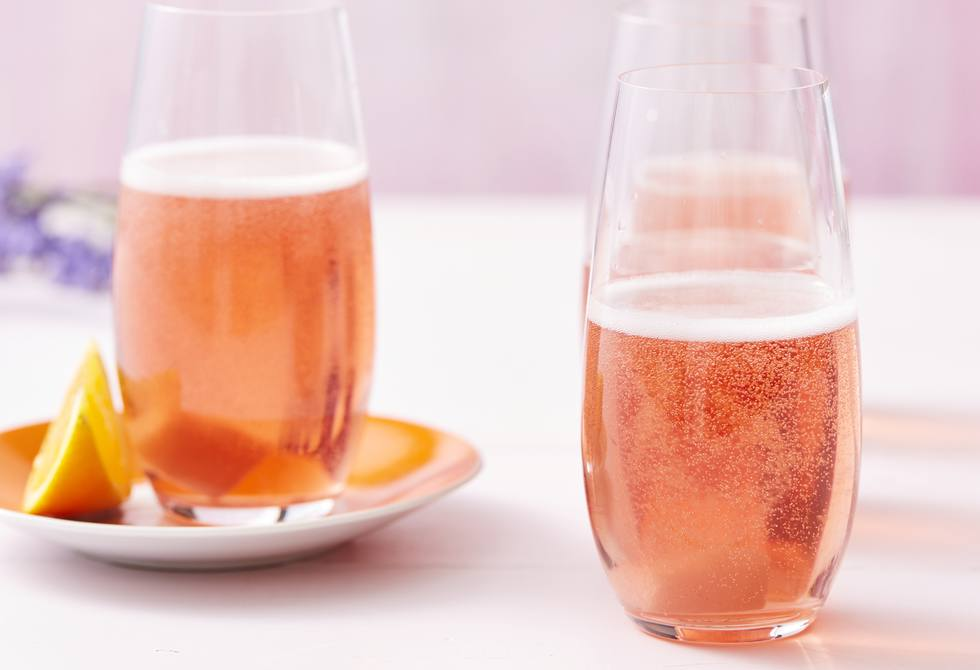 Cranberry and apple sparkling fizz