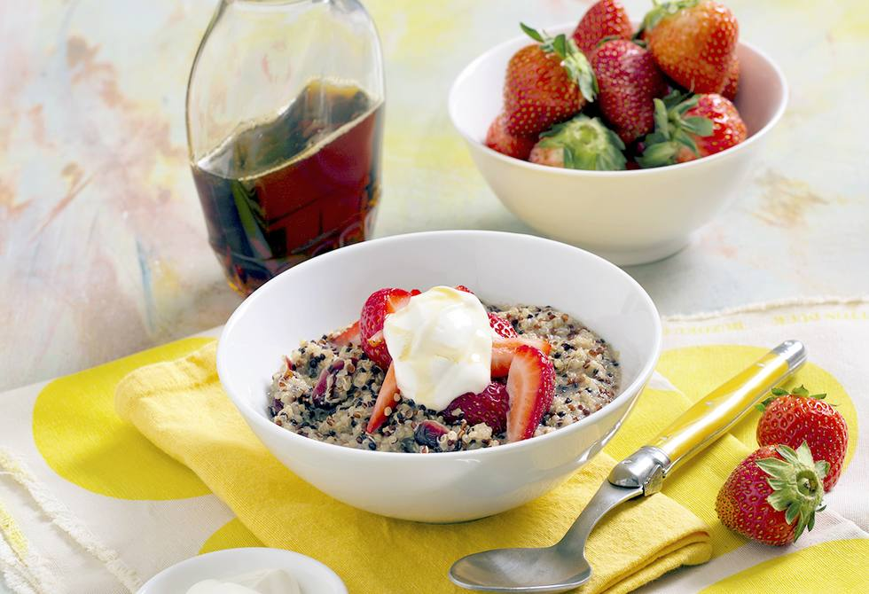 Quinoa porridge with berries & craisins