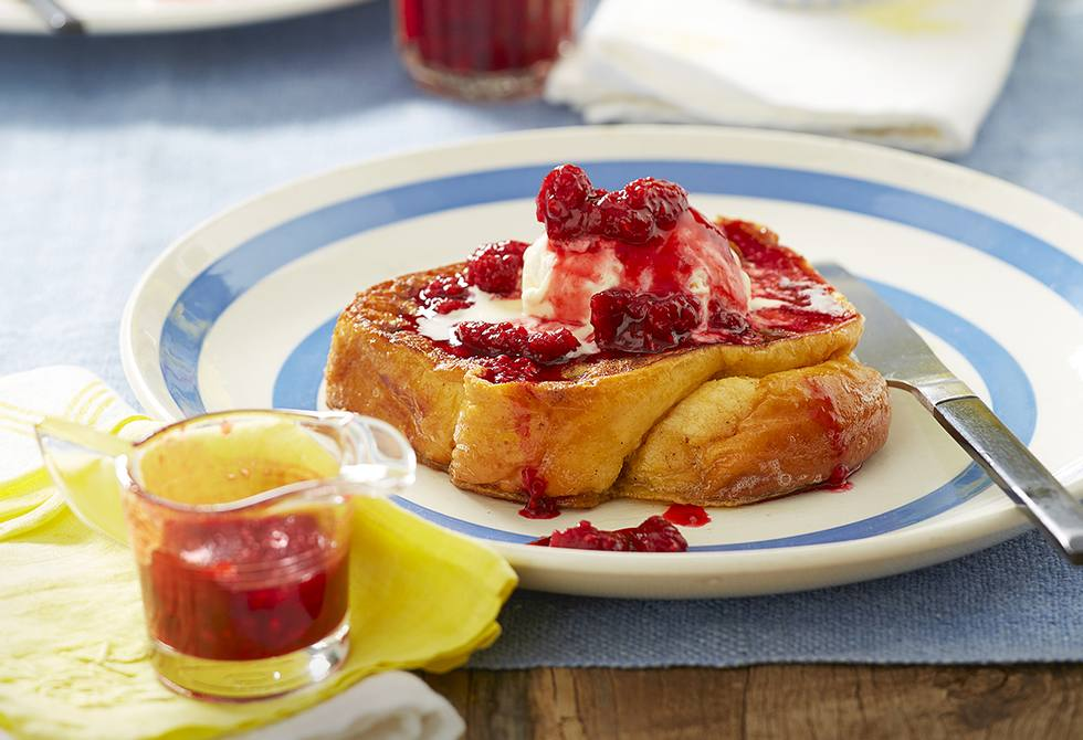 Brioche French toast with raspberry sauce
