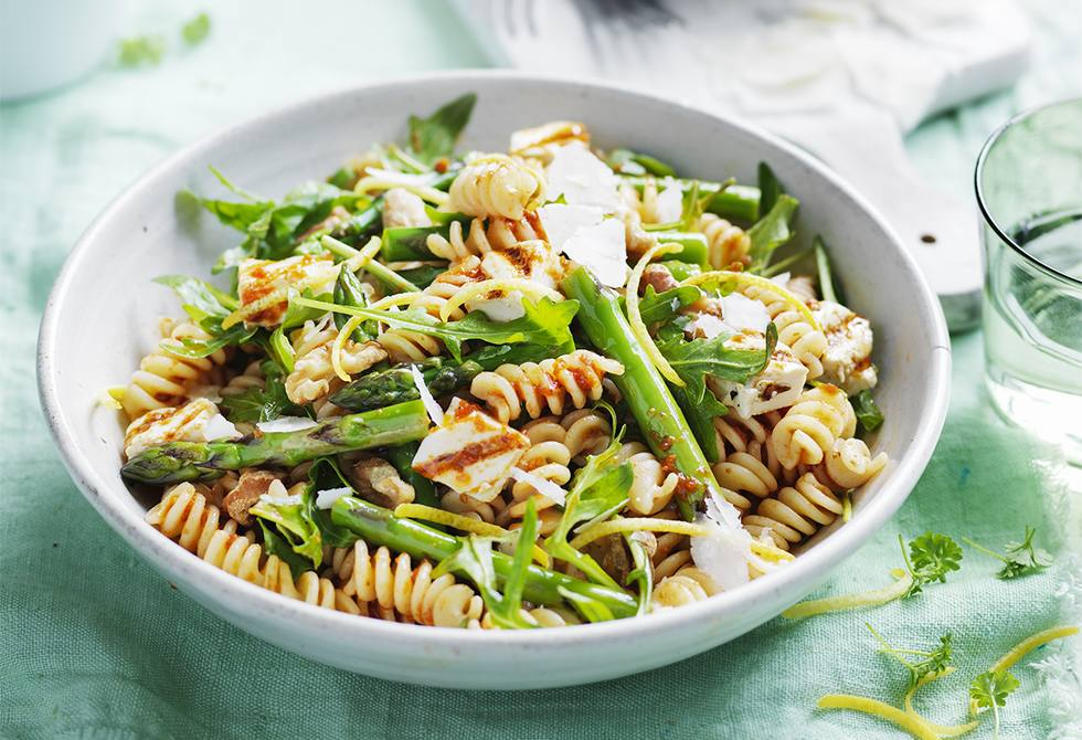 Asparagus, walnut and rocket pasta