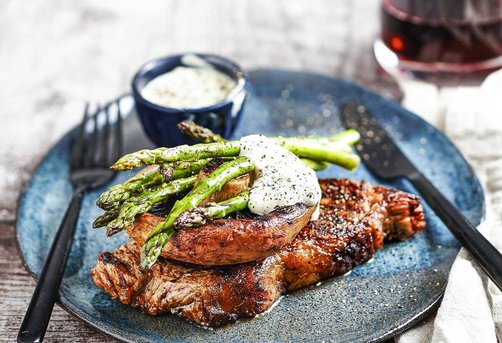 Steak with mushrooms and green peppercorn sauce