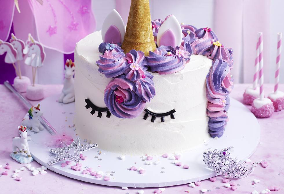 Izzy the Unicorn cake