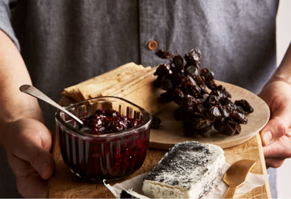 Spiced sweet and sour blueberry chilli sauce