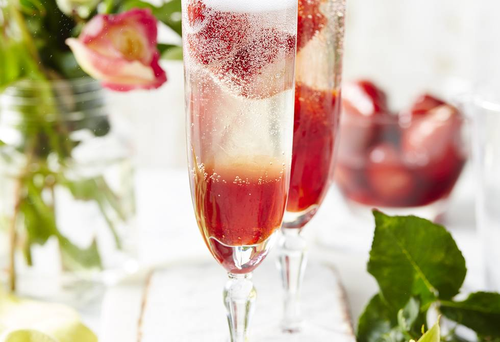 Sparkling wine with Pimms-candied strawberries