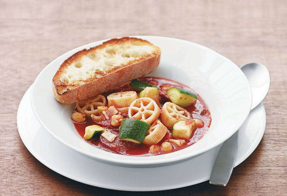 15-minute chickpea minestrone