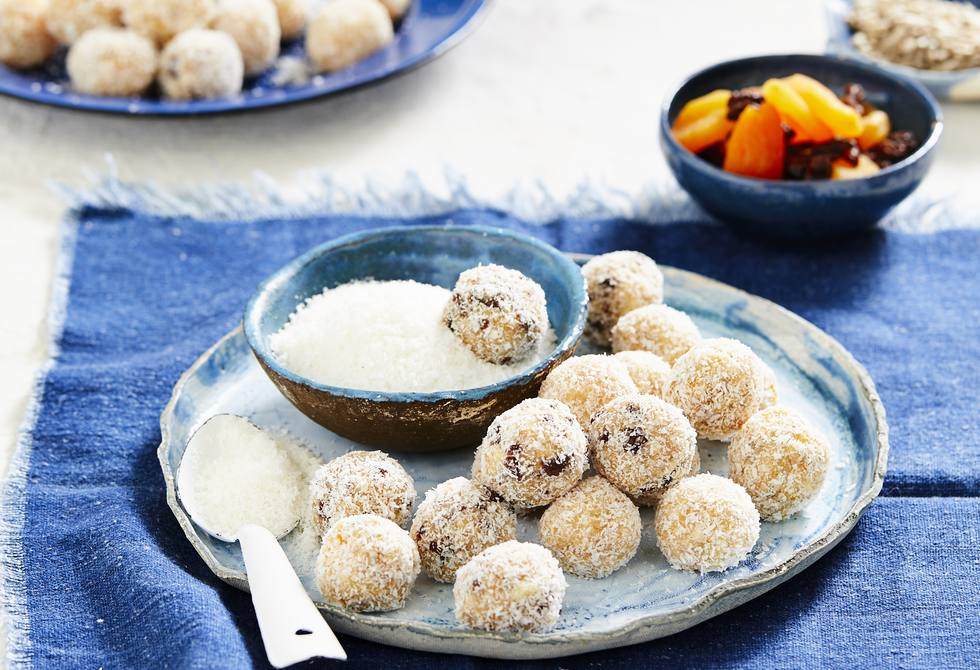 Lunch box apple and coconut balls