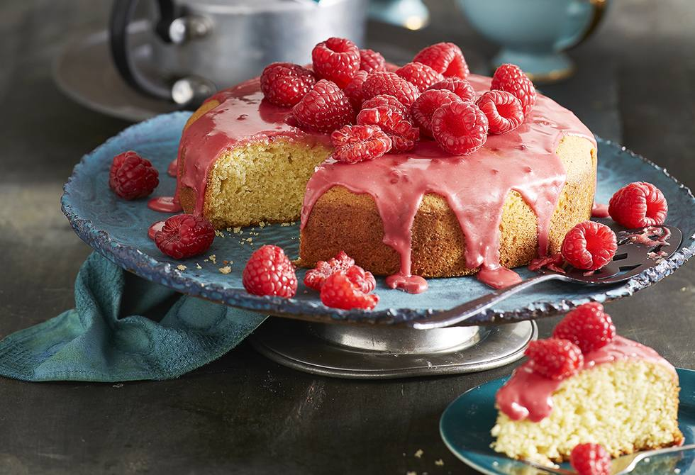 Butter cake with tea and raspberry icing