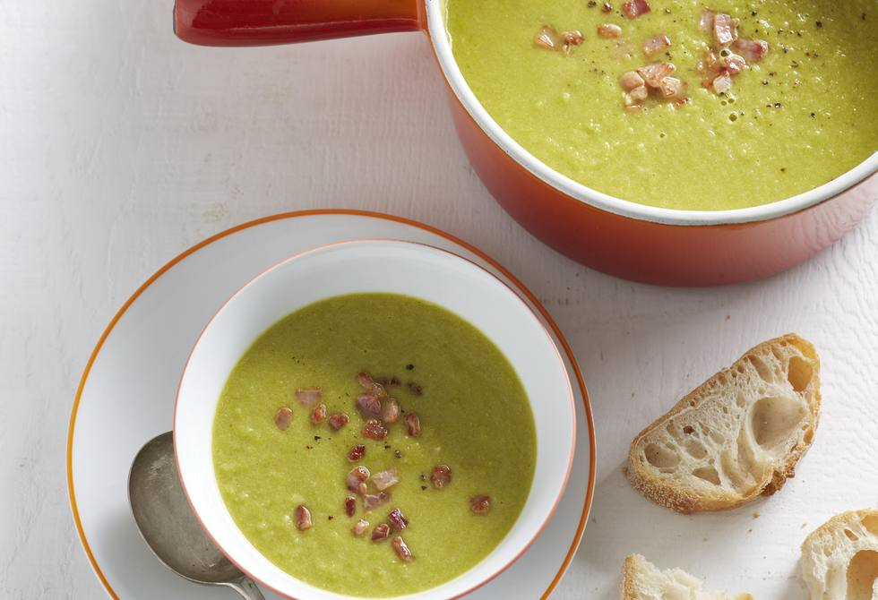 Speedy pea and bacon soup