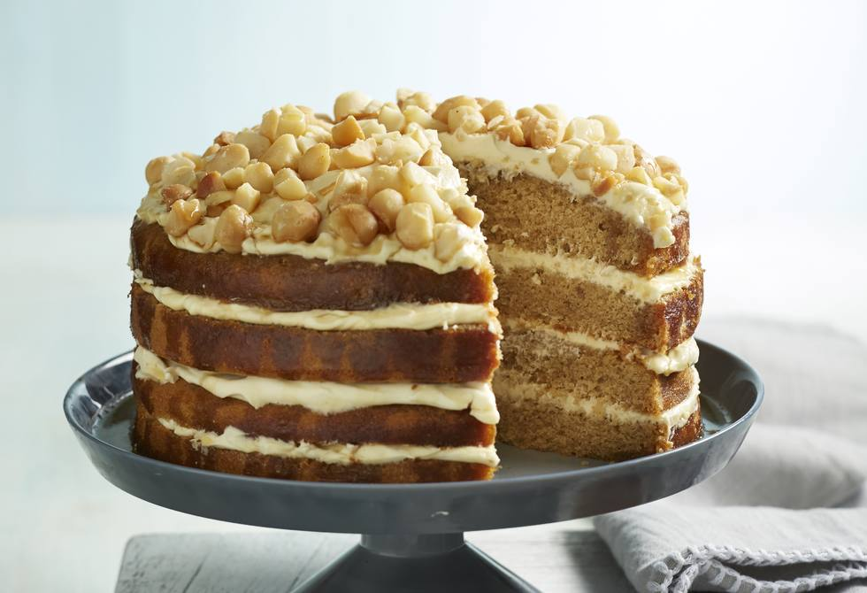 Spiced maple and mascarpone cream cake