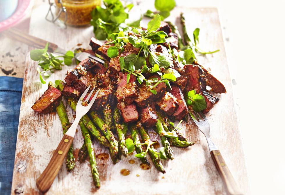 Steaks with asparagus and watercress salad