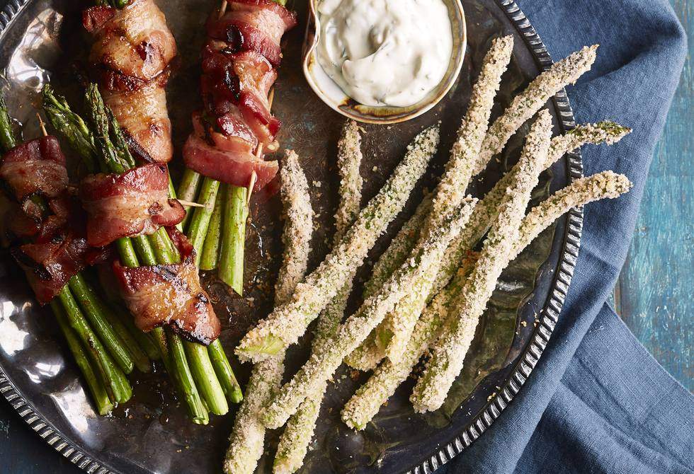 Panko-parmesan asparagus with garlic dipping sauce