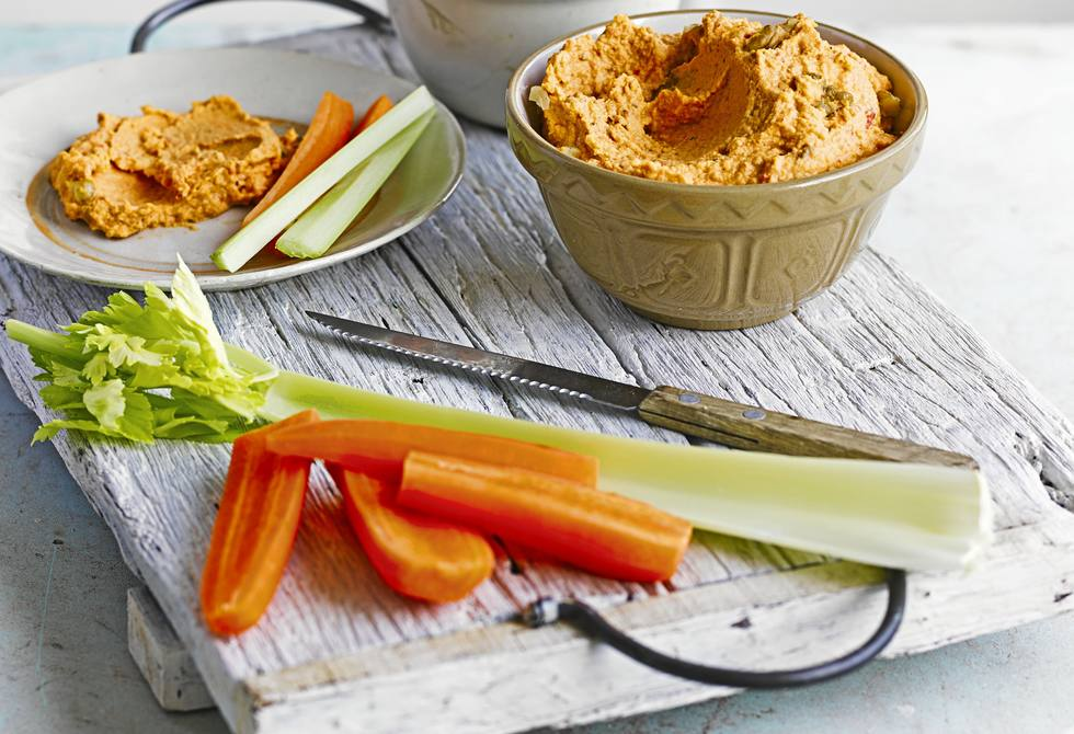 Capsicum & walnut houmous with veggie dippers