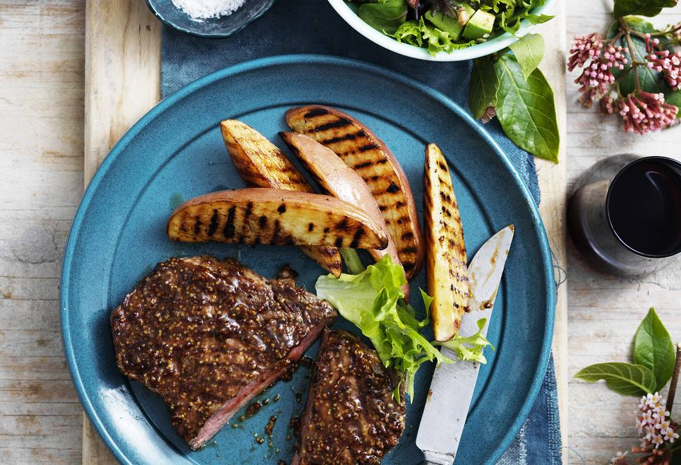 Mustard pepper steaks with barbecued potatoes