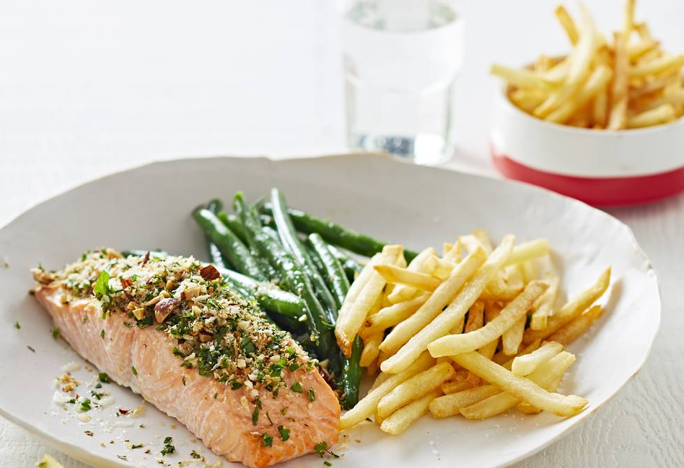 Baked salmon with almond crumbs