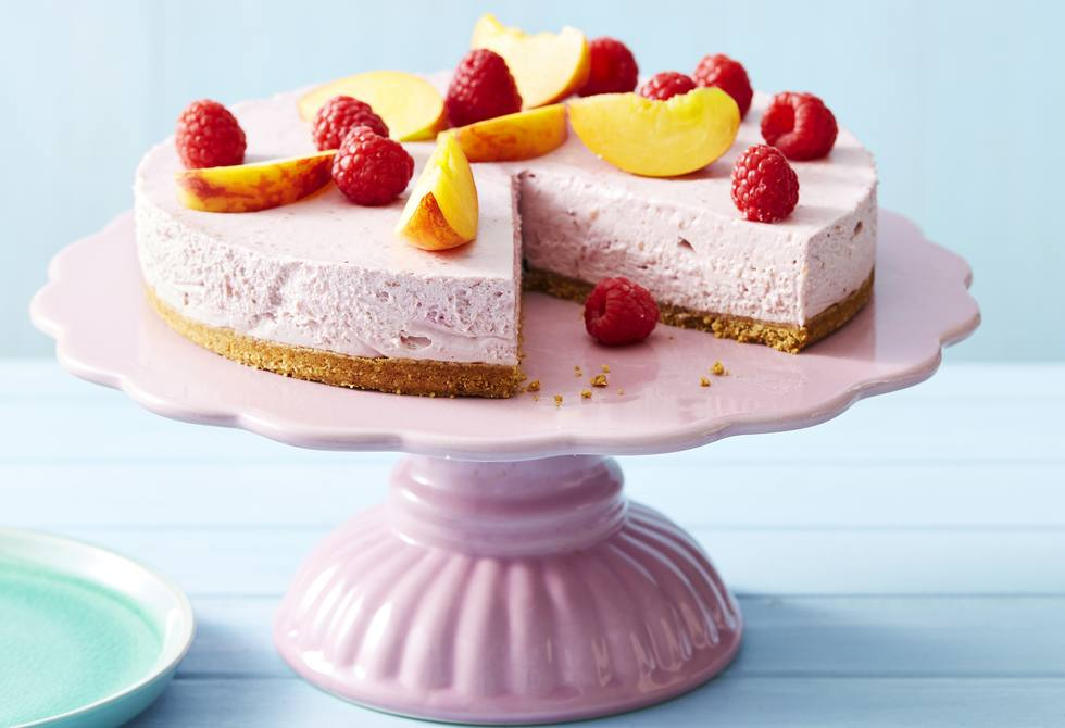 Raspberry cheesecake with peaches
