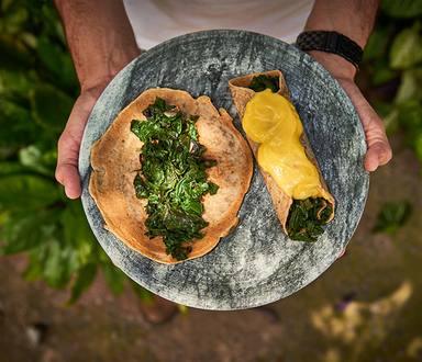Panqueca Integral com Recheio de Espinafre e Queijo Vegano