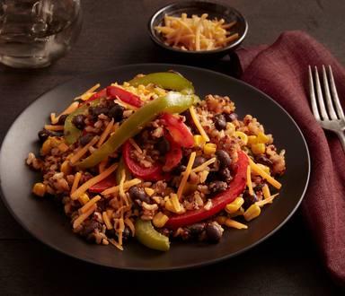 Frijoles negros estilo southwestern, arroz integral y quinoa