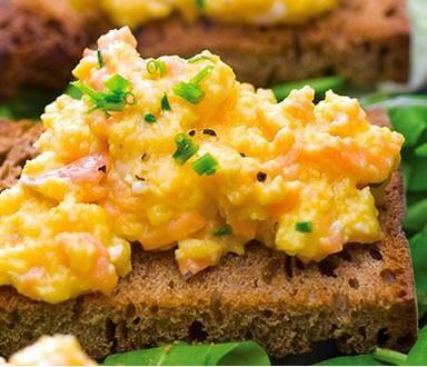 Ovos cremosos com salmão