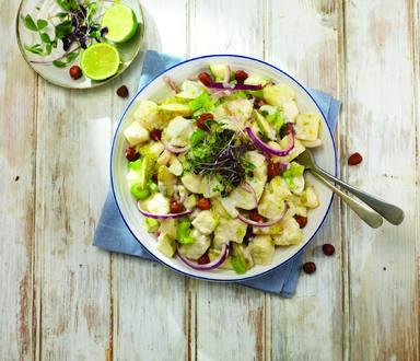 Bramborový salát s hruškami a lískovými oříšky