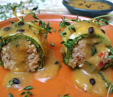 Rolinho de Quinoa e Castanhas com Molho de Maracujá